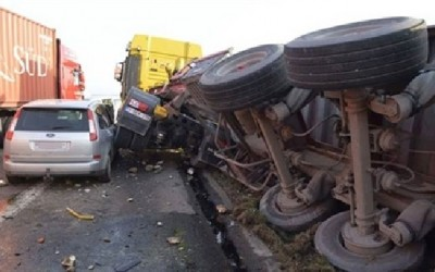 مصرع واصابة 5 اشخاص فى حادث تصادم على طريق سندوب