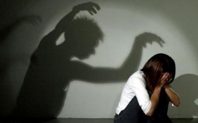 فتاة بمركز ميت غمر تتهم والدها بمعاشرتها جنسيا وحملها منه سفاحا