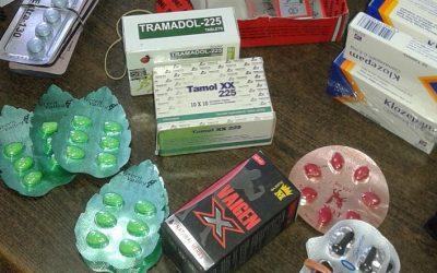 ضبط ادوية ومنشطات جنسية مهربة داخل صيدليتين بمدينة جمصة