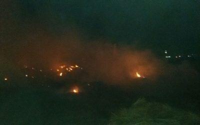اخماد حريق هائل لقش الارز بارض فضاء على طريق السنبلاوين المنصورة