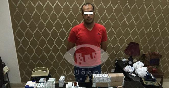 القبض على عامل بصيدلية بالمنصورة لبيعه الاقراص المخدرة للشباب