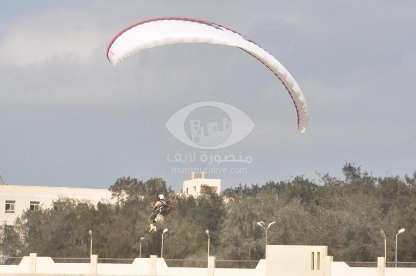عروض جوية باحتفال كلية التربية الرياضية بجامعة المنصورة بانتصارات أكتوبر