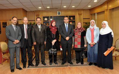 رئيس جامعة المنصورة يستقبل النقيب العام للتمريض