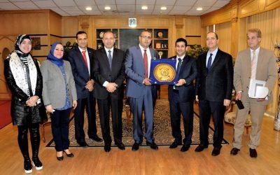 رئيس جامعة المنصورة يستقبل وفد سفارة الكويت لبحث اوضاع الطلاب الكويتيين
