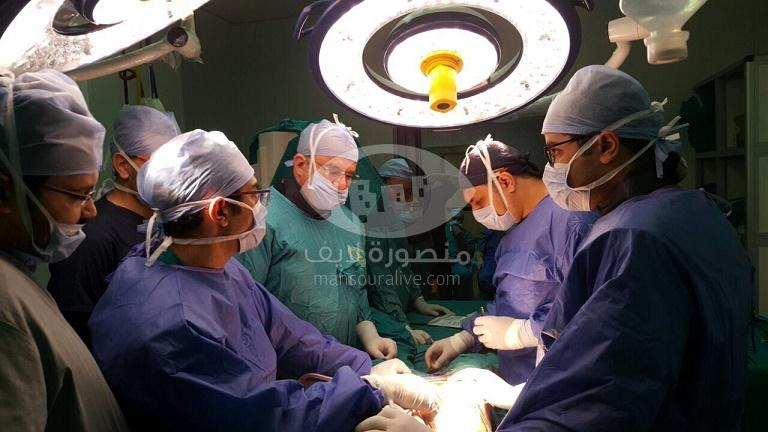 فريق جراحى بجامعة المنصورة يبتكر أسلوبا جديدا لعلاج التمدد الشريانى
