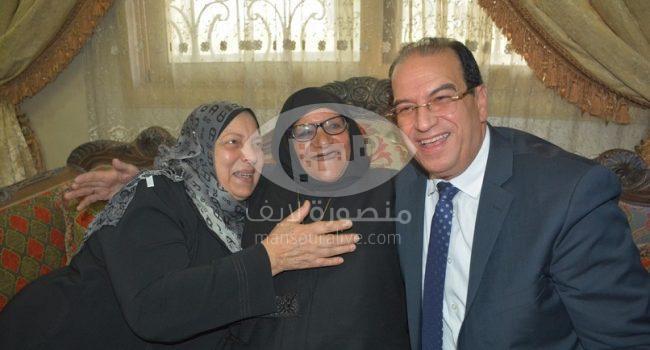 الشعراوى يزور مواطنة الدقهلية التى تبرعت بثروتها لصندوق تحيا مصر