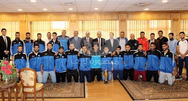 القناوى يكرم فريق كرة القدم بجامعة المنصورة لحصوله على بطولة الجامعات
